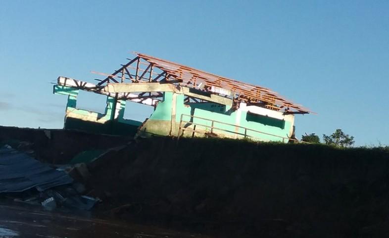 Escuela de comunidad Shawi es gravemente afectada por inundación